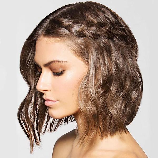 Причёска на коротких волосах